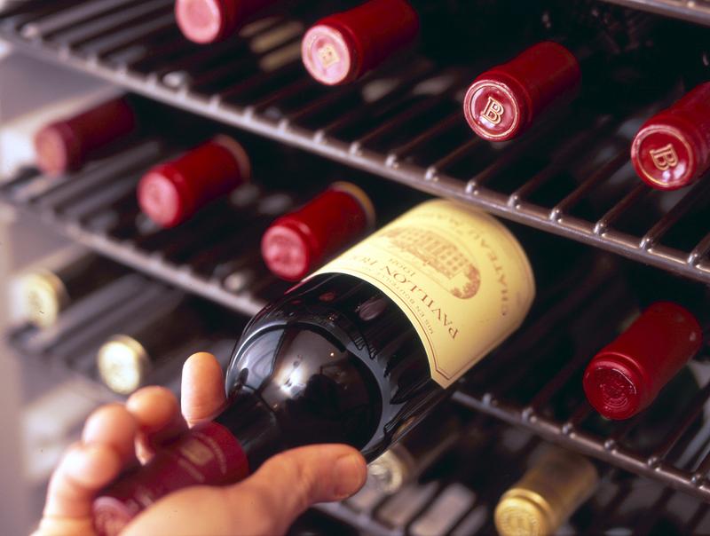 赤・白共に、世界のワインを種類豊富にご用意しております。