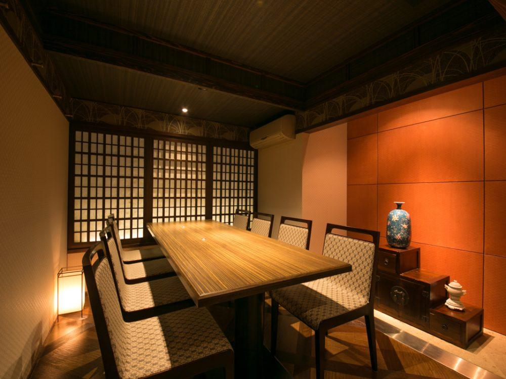 2階には特別個室もご用意しております。6名様~8名様までご利用いただけるので各種宴会や接待などにもおススメです!